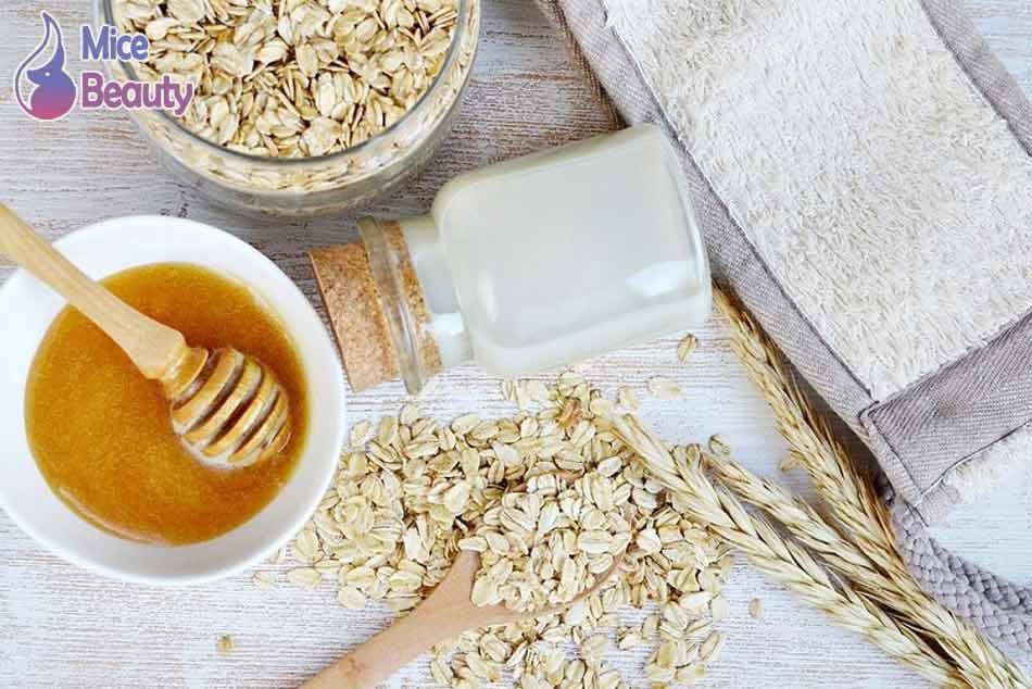 Mẹo dùng bột yến mạch và mật ong trị mụn lưng