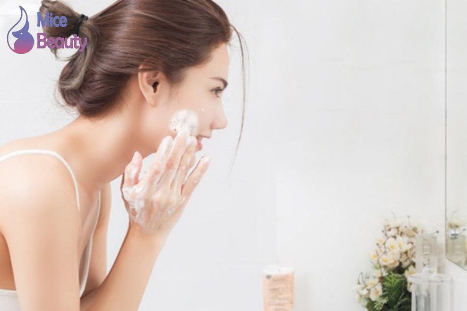 Rửa sạch mặt – Cách làm mịn da mặt ngày từ bên trong
