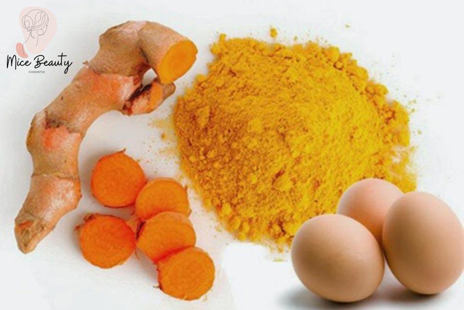 Trứng gà và nghệ – cách trị thâm mụn dễ thực hiện