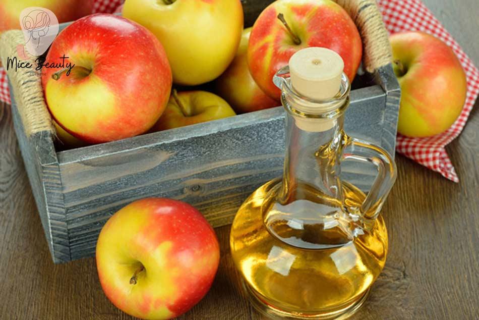 Bí quyết dùng giấm táo làm mặt nạ trị mụn ẩn