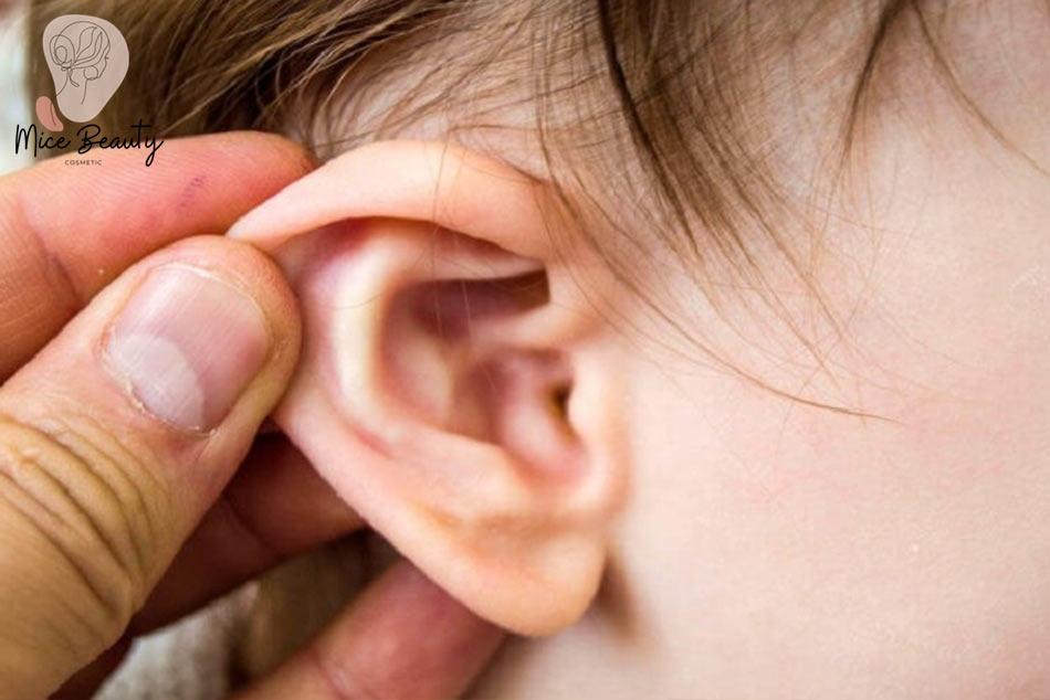 Mọc mụn trứng cá trong tai có nguy hiểm không?