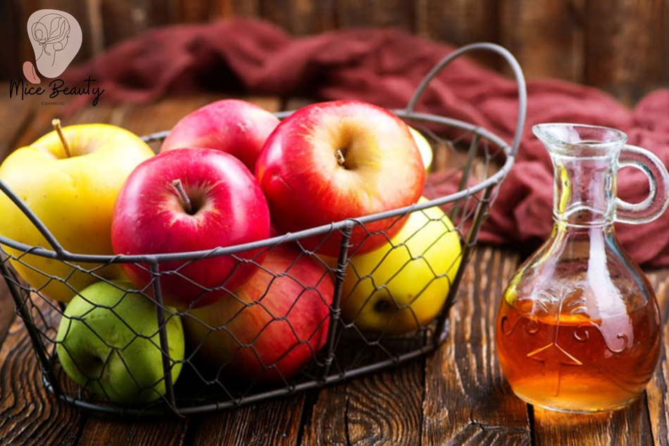 Trị mụn ẩn dưới da bằng giấm táo
