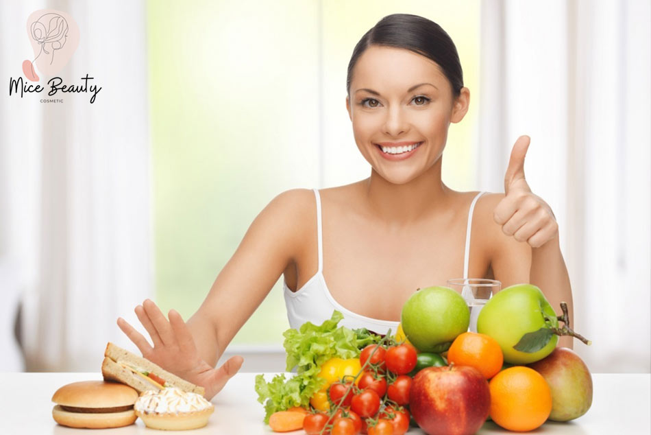 Chế độ ăn uống sinh hoạt không khoa học là nguyên nhân gây ra mụn bọc