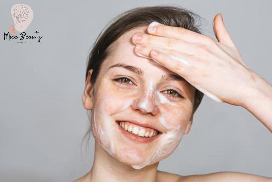 Vệ sinh da của bạn luôn sạch sẽ, không để dầu dư thừa trên da quá nhiều để phòng mụn tái phát
