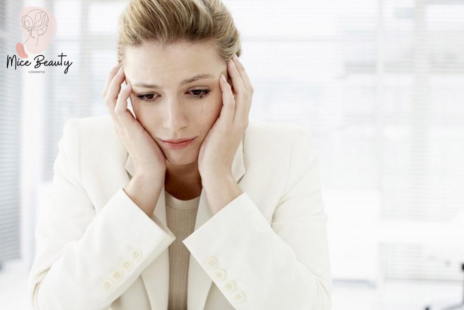 Mất cân bằng nội tiết tố trong cơ thể là một trong những nguyên nhân gây mụn viêm ở má