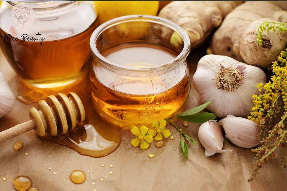 Phương pháp trị mụn ẩn bằng mặt nạ tỏi và mật ong