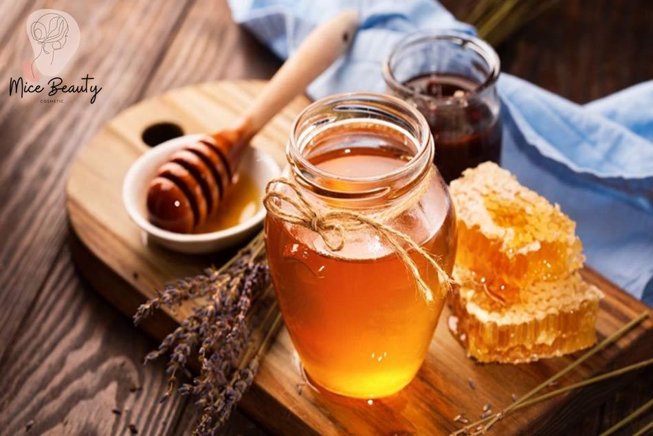 Kinh nghiệm trị mụn thâm bằng mật ong