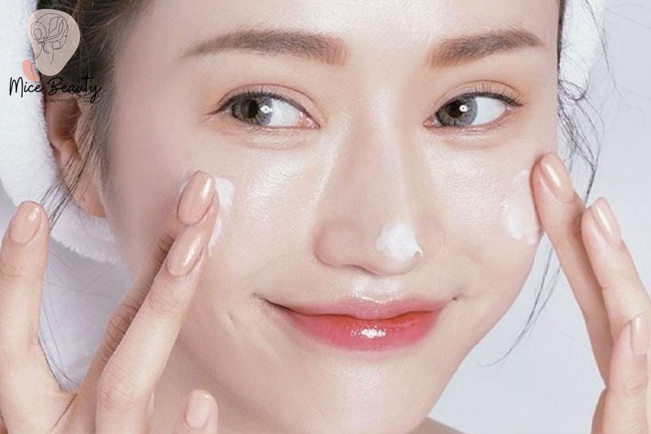 Sử dụng các loại mỹ phẩm phù hợp với da mặt.