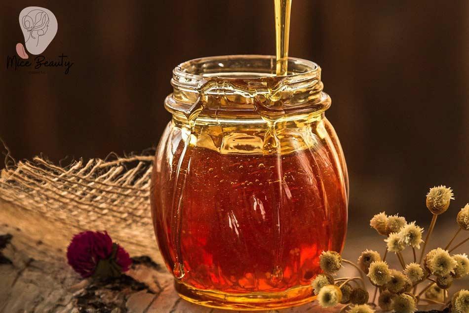 Cách làm xẹp mụn bọc trong 1 đêm bằng mật ong