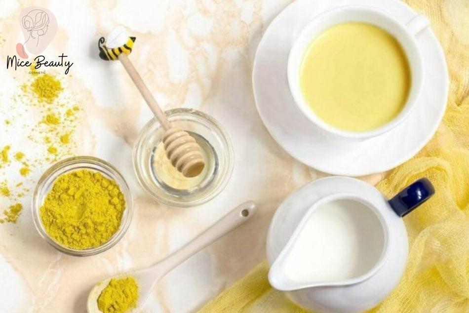Kinh nghiệm trị mụn bằng bột nghệ và sữa tươi không đường