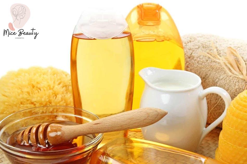 Cách trị mụn bằng sữa tươi với mật ong
