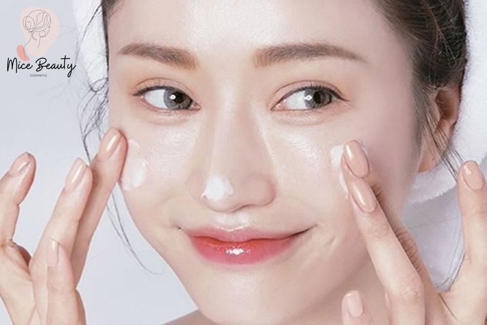 Vệ sinh da mặt sạch sẽ mỗi ngày